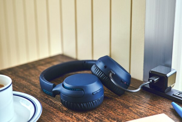 Sony WH-XB700 bluetooth wireless headphones enable quick charging when you're pressed for time.